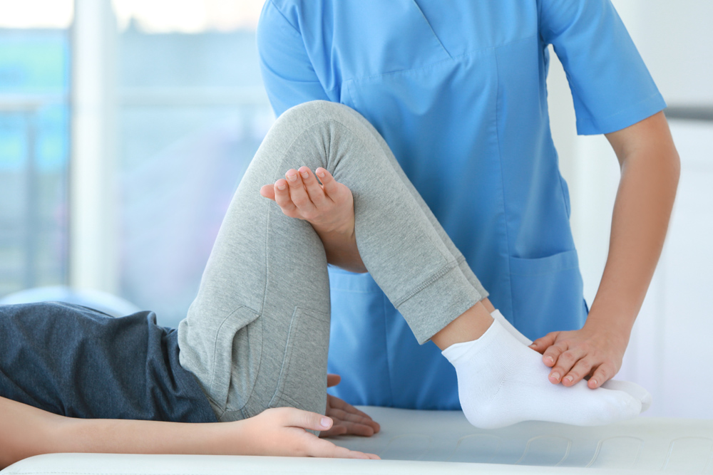 Woman with knee pain getting treatment.
